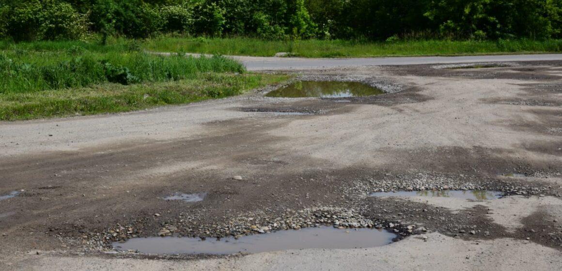 """50 мільйонів гривень  виділили на ремонт """"багатостраждальних""""  доріг Долина-Хуст та Рогатин-Лопушна"""