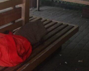 Підозрілий пакет: у Франківську на зупинці шукали вибухівку