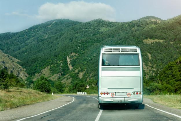 """У Рогатинському районі """"Mazda"""" зіткнулася автобусом, котрий віз заробітчан до Польщі"""