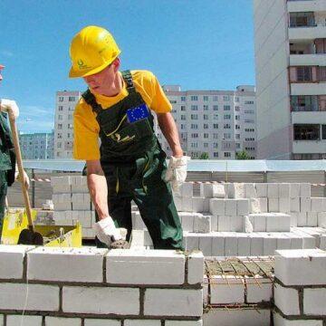 Які заробітки пропонують українцям за кордоном?