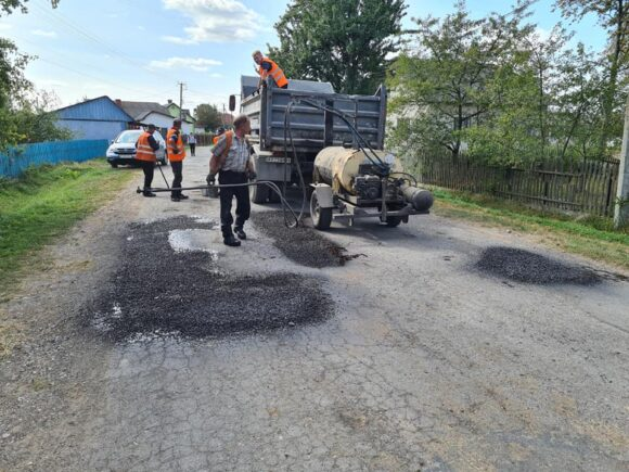 На сільських дорогах Богородчанщини запрацювала ремонтна техніка: вибори наближаються