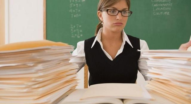 Українським учителям обіцяють підняти зарплати на 30%