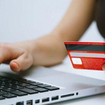 Шахрайство в мережі: калушанка продавала меблі, а втратила гроші