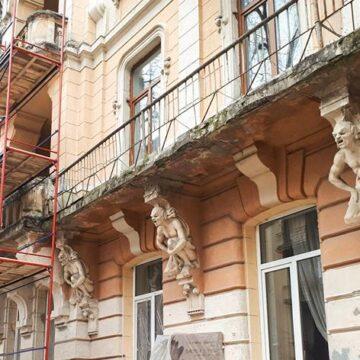 В Івано-Франківську відреставрують фасад «будинку з химерами»