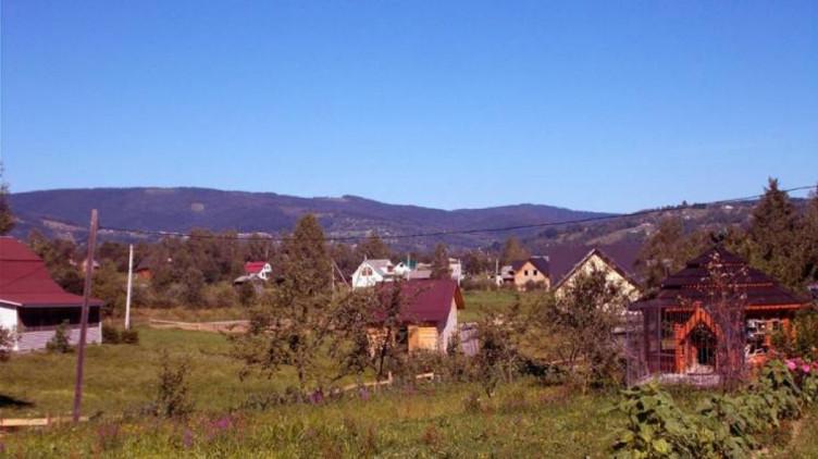 У мережі показали казкові краєвиди найбільшого села Гуцульщини (ФОТО)