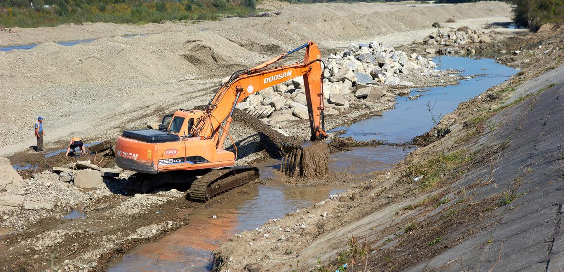 В Угорниках відновлюють дамбу за 19 мільйонів гривень (ФОТО)