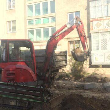 Ще один двір у Івано-Франківську оновлює «обличчя» (ФОТО)