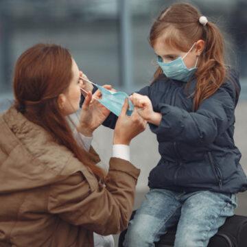 Закрийте рот і ніс: Як правильно носити медичну маску