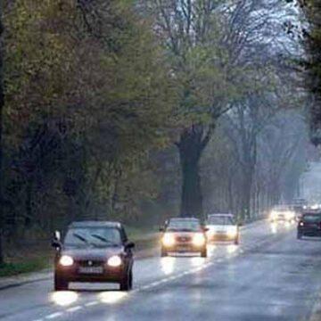 З 1 жовтня водії мають вмикати ближнє світло фар поза населеними пунктами