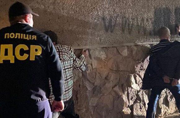 На Прикарпатті затримали розповсюджувачів наркотики у СІЗО