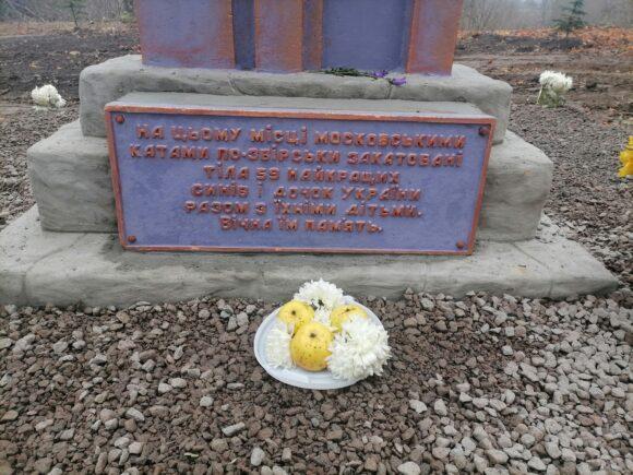 У Більшівцях освятили пам'ятний знак на місці розкопок останків 59 жертв із місцевої тюрми НКВС