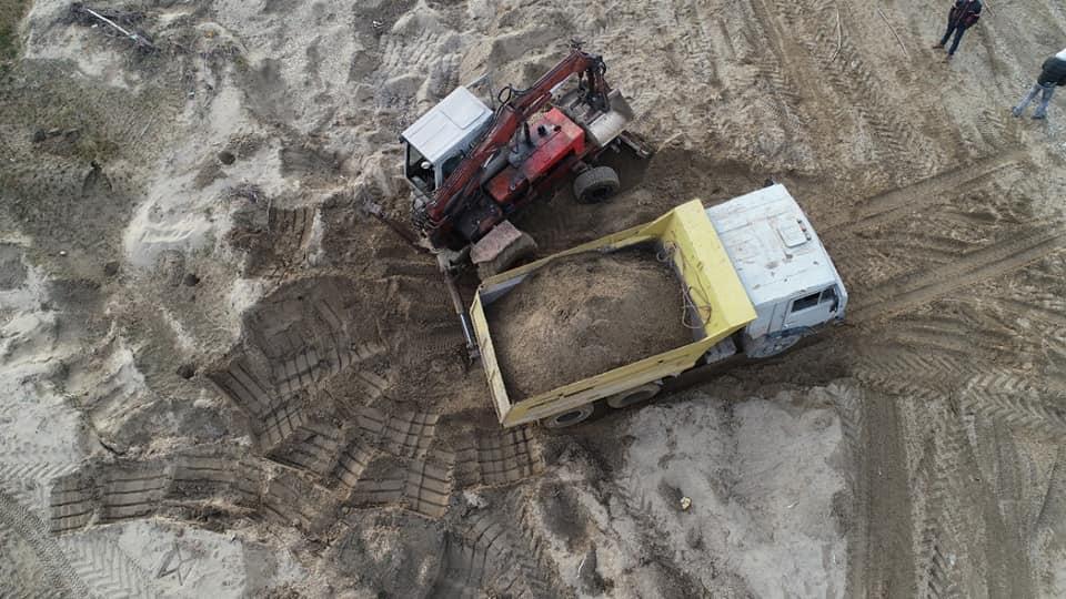 """У Снятинському районі зловили """"КАМАЗ"""" з річковим піском. Розпочали кримінальне провадження"""