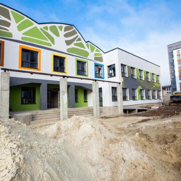 У новозбудованому мікрорайоні Івано-Франківська завершують спорудження нового садочка