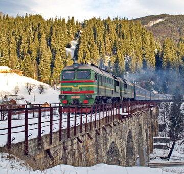 На новорічні свята до Франківська та Ворохти курсуватимуть три додаткові поїзди