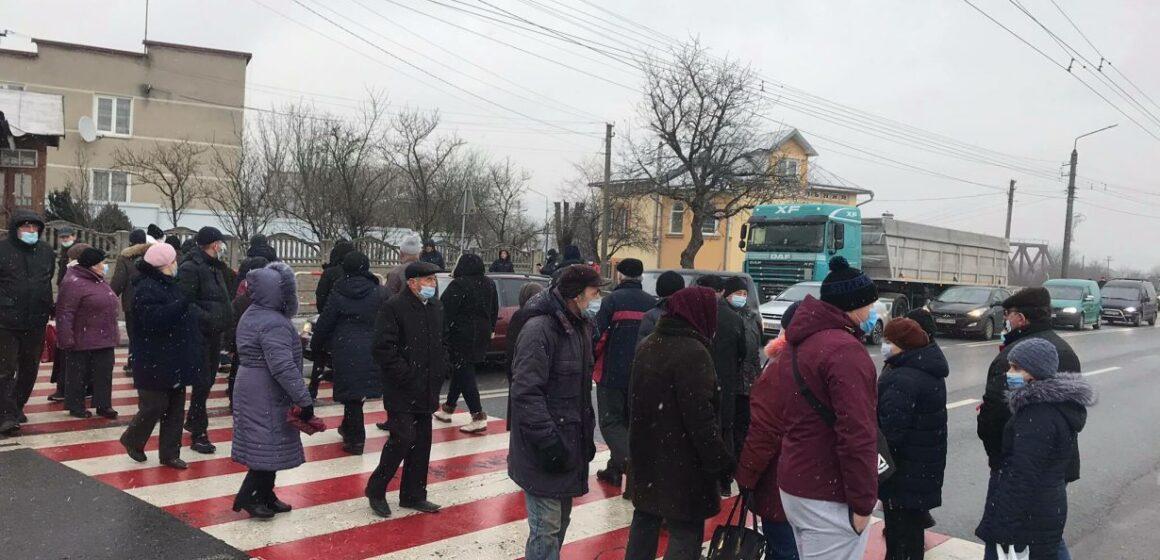 «Тарифний» протест продовжується: люди перекрили тарасу Івано-Франківськ-Львів у Ямниці (ФОТО)