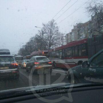 Через аварію на Пасічній утворився величезний затор (ФОТОФАКТ)