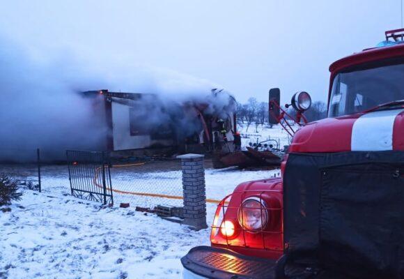 Пожежа на Косівщині: згорів житловий будинок (ФОТО)