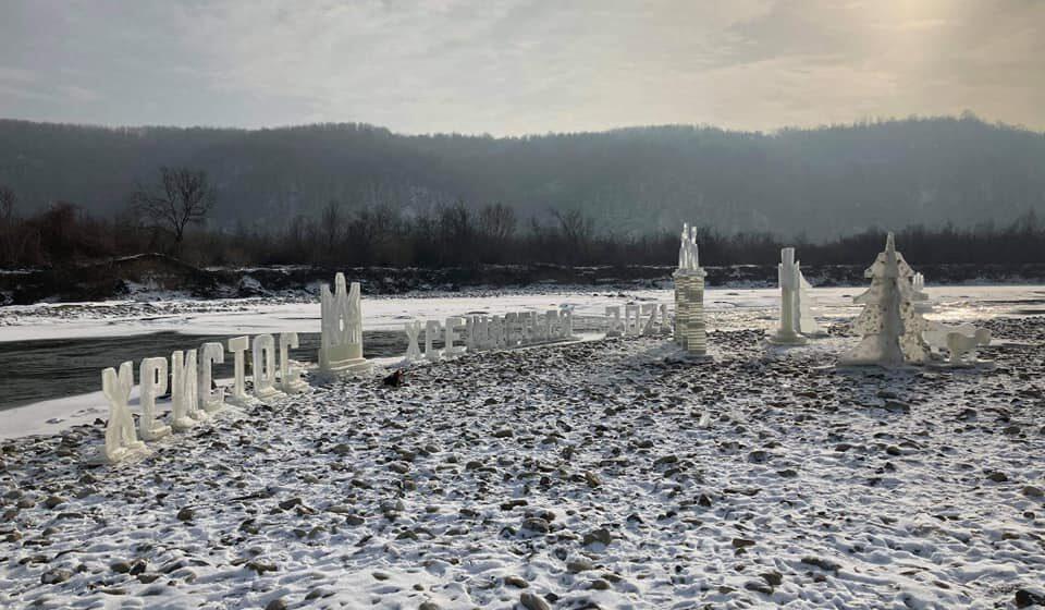 На Івано-Франківщині збудували льодове містечко (ФОТОРЕПОРТАЖ)