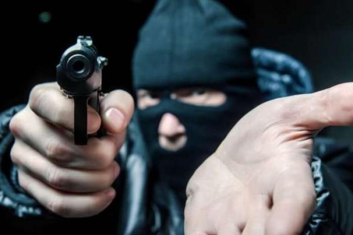 На Прикарпатті молодик вчинив розбійне пограбування у відділенні «Нової пошти»