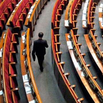 Десятки народних депутатів залишаться без місячної зарплатні через прогули. Список