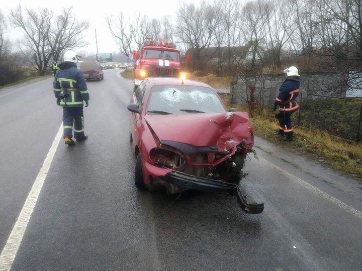 У Надвірній двоє людей отримали травми під час аварії