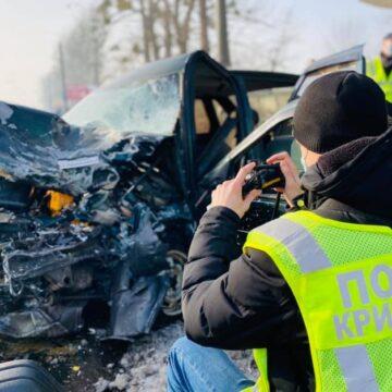 Загинули дві людини: поліція розслідує смертельну автотрощу біля Франківська (ФОТО)