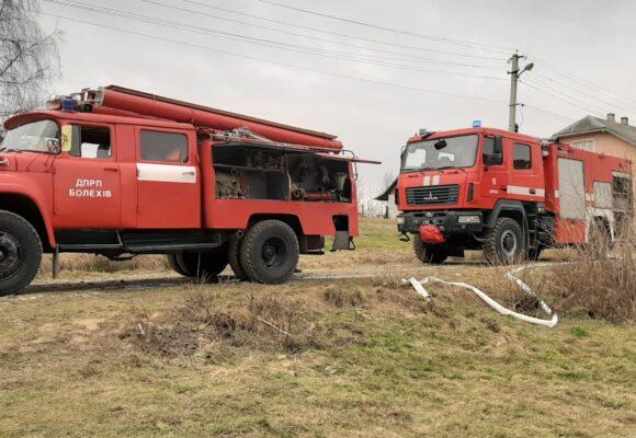 Рятувальники приборкали пожежу господарського комплексу в Калуському районі