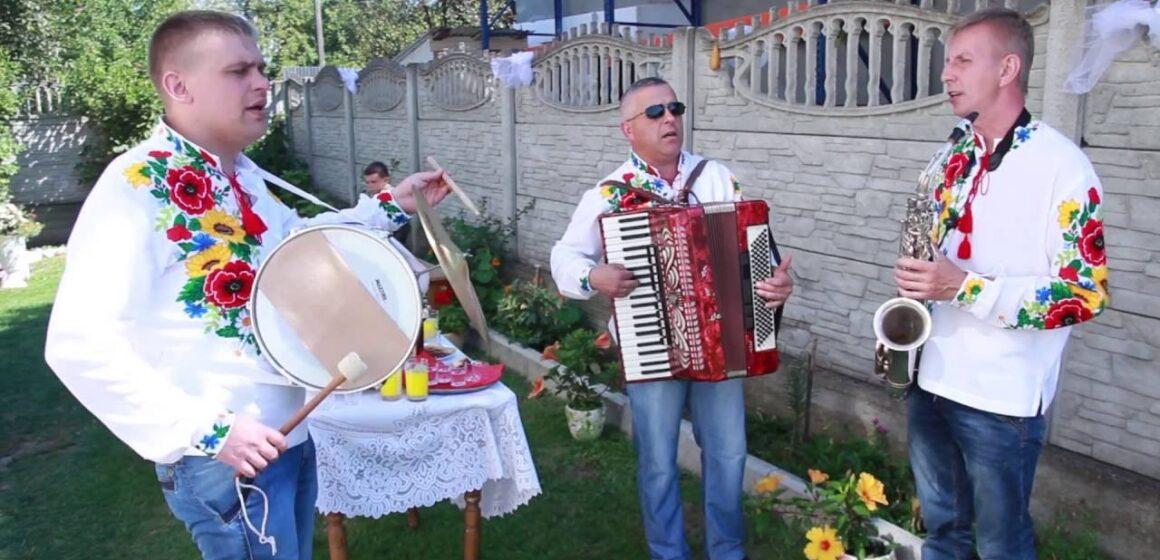 Музиканти та ведучі зобов'язані задекларувати свої доходи
