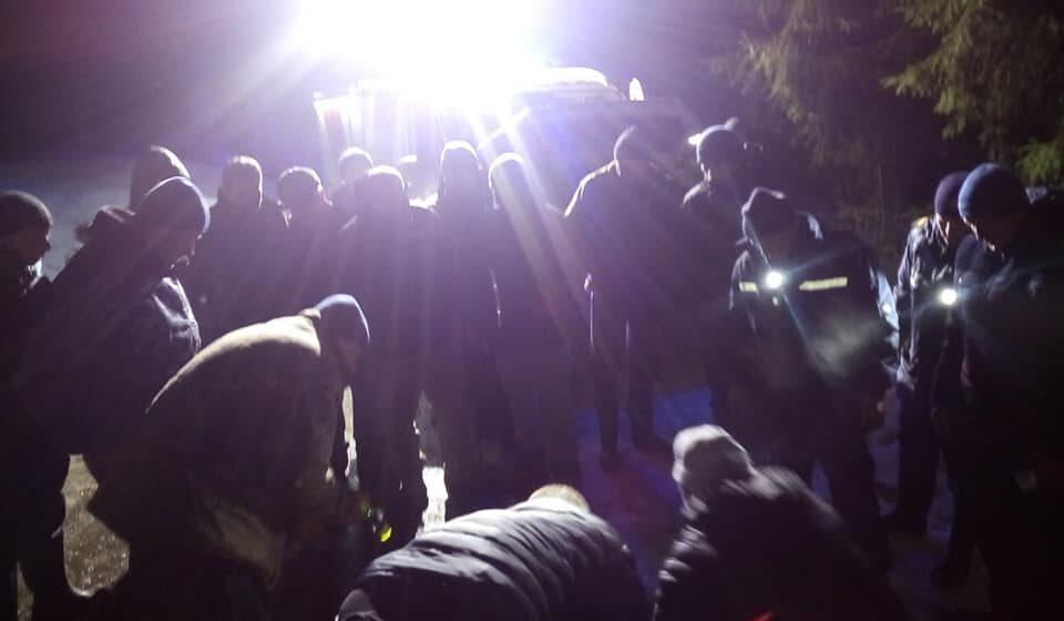 Яремчанські рятувальники допомогли оленю,який опинився у біді. ФОТО