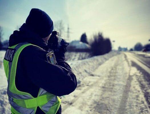 Патрульні нагадують про дотримання швидкості на дорогах