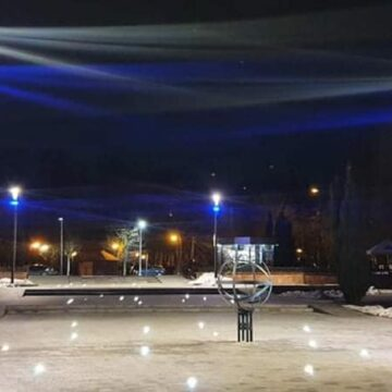 Зоряне небо під ногами: в Івано-Франківську оновили вхід на міське озеро