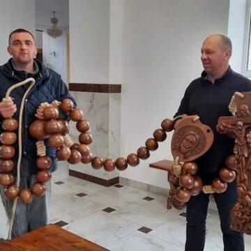 У Голині виготовили 5-метрову молитовну вервицю  (ФОТО)