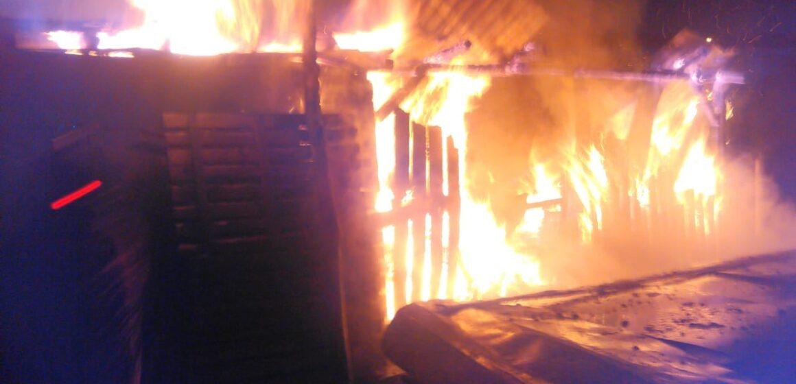 Вечірня пожежа у Солотвині: горіла господарська споруда (ФОТО)