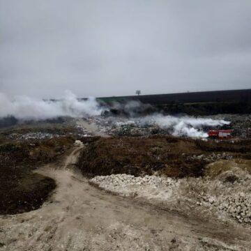 На Городенківщині від ранку горить сміттєзвалище (ФОТОФАКТ)