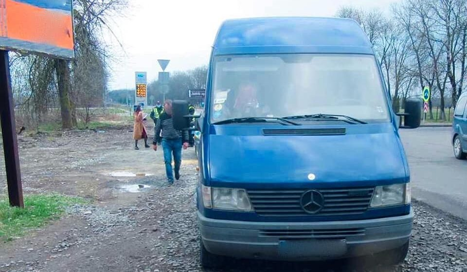 На Богородчанщині зупинили мікроавтобус, що незаконно перевозив нафтопродукти (ФОТО)