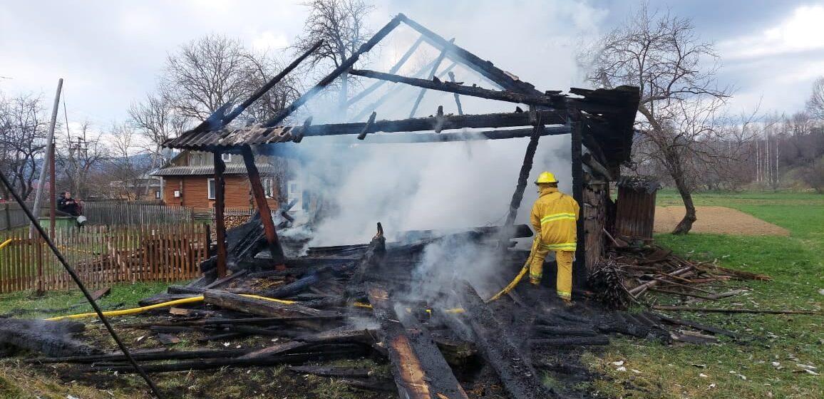 Пожежа у Солотвинській ТГ: згоріла господарська споруда (ФОТО)