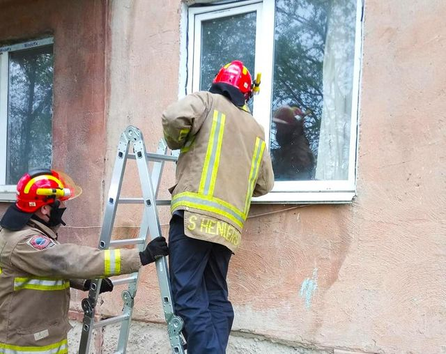 В Калуші у зачиненій квартирі виявили мертвого чоловіка