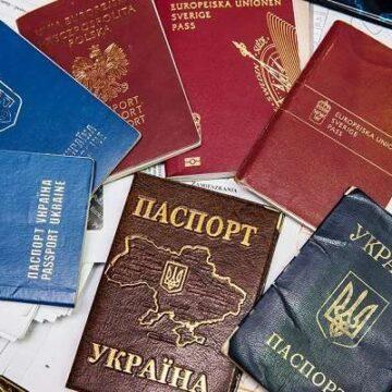 Присягали на вірність іноземній державі: на Прикарпатті СБУ викрила трьох високопосадовців на подвійному громадянстві