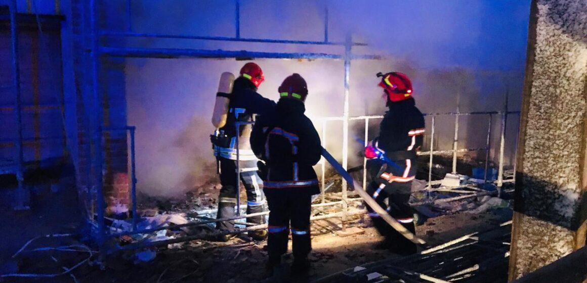 Франківські вогнеборці ліквідували пожежу в новобудові (ФОТО)
