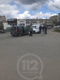 На дорогах Івано-Франківська трапились чотири автопригоди (ФОТОФАКТИ)