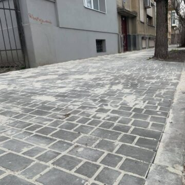Вкрали плитку: комунальники не можуть завершити ремонт вулиці Коперника в Івано-Франківську