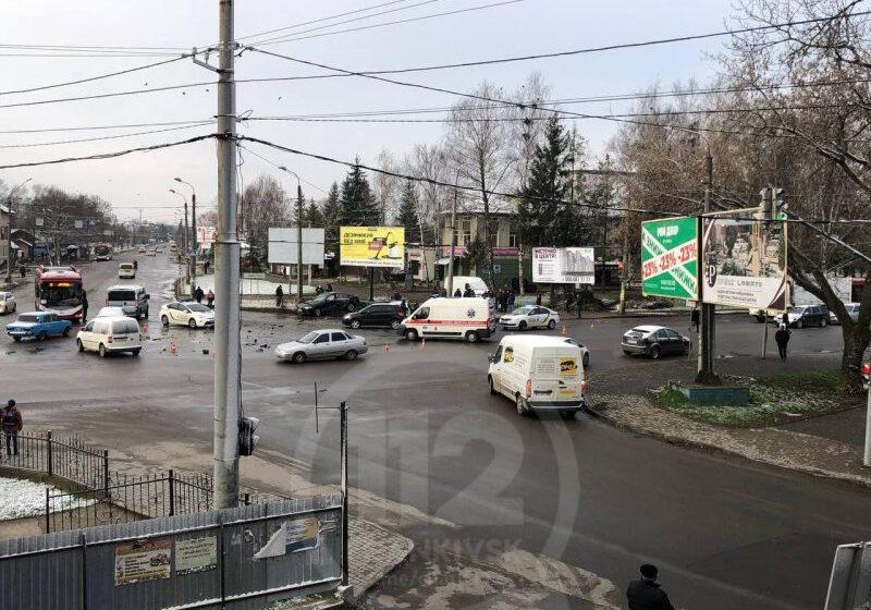 У Івано-Франківську трапилась ранкова автотроща за участю поліцейських (ФОТОФАКТ)