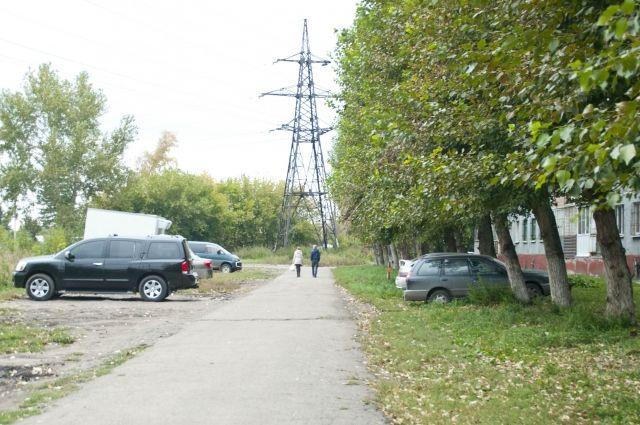 У Івано-Франківську захищати придорожні газони від паркування машин спробують за допомогою елементів ландшафтного дизайну